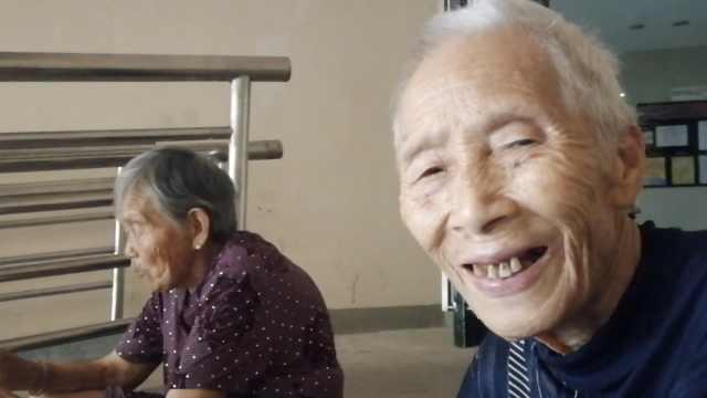 高温考验友谊!84岁&88岁姐妹不塑料