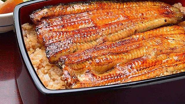 看着就饿!多汁红烧肉配鳗鱼饭