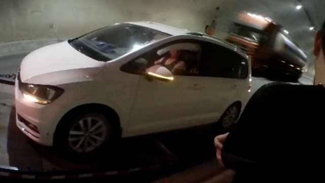 开车进隧道竟睡着,接连多次撞墙壁
