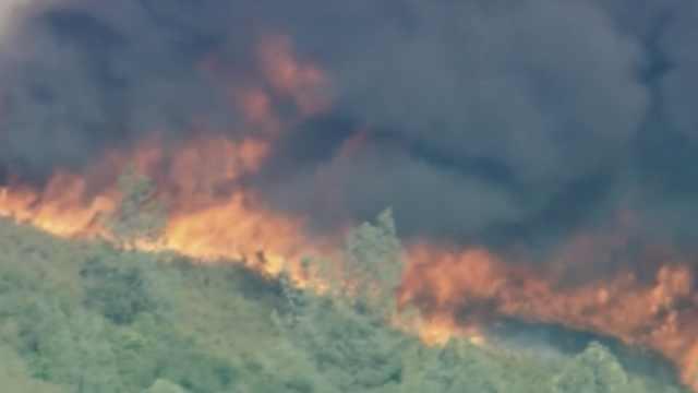 美国加州山火,造成数千人流离失所