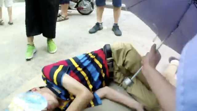 他醉倒路边被送回,8旬父:1天喝5次