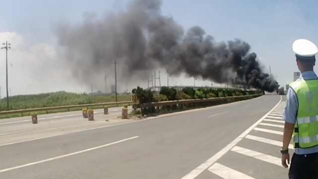 装丙烯罐车起火,交警挽回百万损失