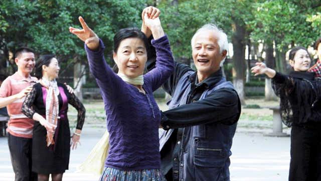 我國能活到72歲的人群比例有多少?