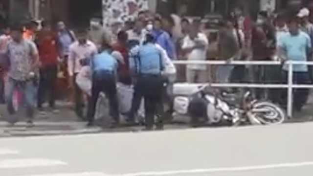 尼泊尔警卫护送缅甸总统途中出车祸