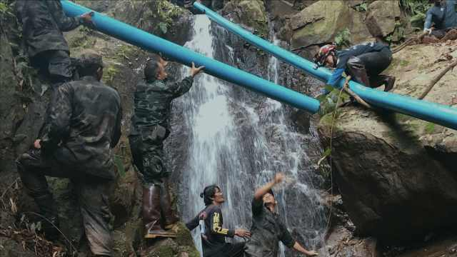 泰洞穴救援排水:削竹当管分秒必争