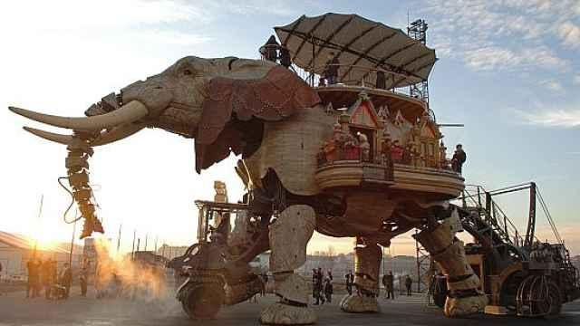 直播:大地震动!50吨钢铁巨象复活