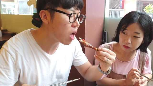 看饿了!新婚夫妻第一次尝试印尼菜