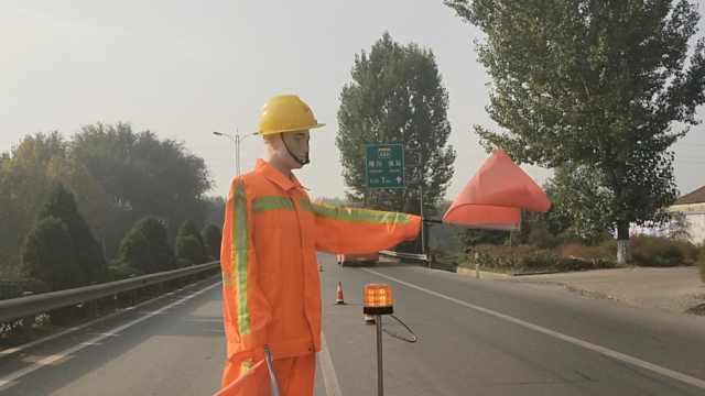 大桥忙施工,请机器人当交通指挥员