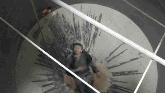 猛犸视频丨男子跌入9米深粮仓骨折