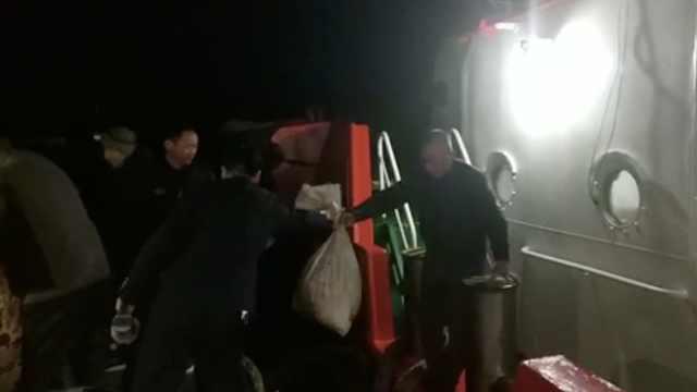 运沙船海中遇大风沉没,5船员幸被救