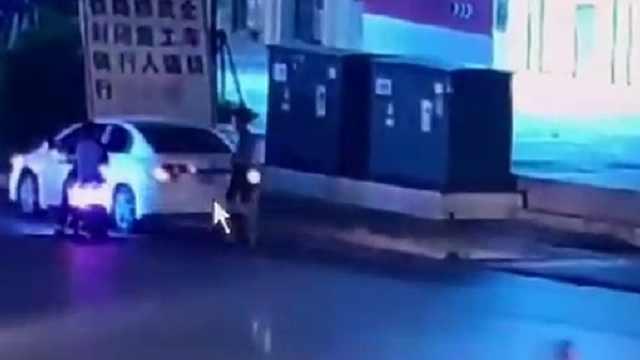 南宁男生骑着的电车被人抢走