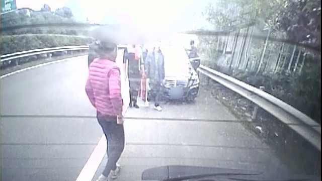 高速路上与豪车刮碰? 小心是碰瓷
