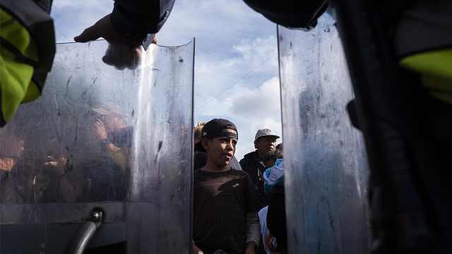 直播:对峙美军,6000移民抵美墨边境
