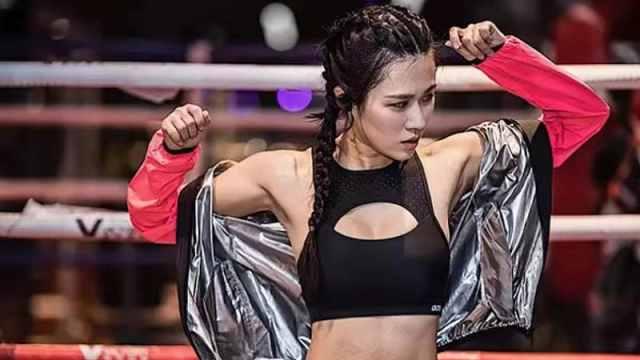 女模特酷爱泰拳,打到被人抬下擂台