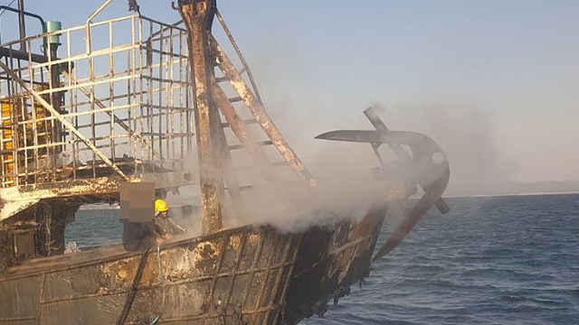 韩渔船起火,一中国籍船员跳海失踪