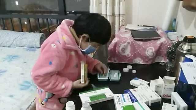 尿毒症女孩日服12种药,熟到自己配