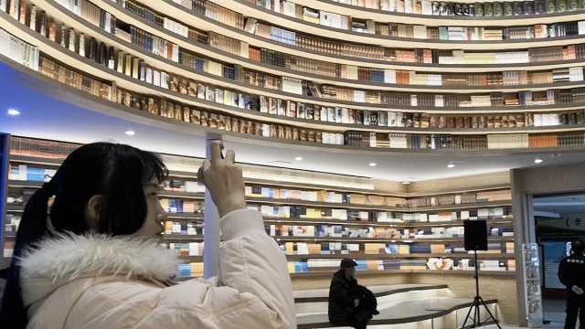 环形书店成网红,每天5千人打卡