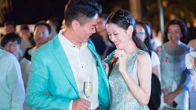 刘强东辟谣离婚,回看两人爱情史