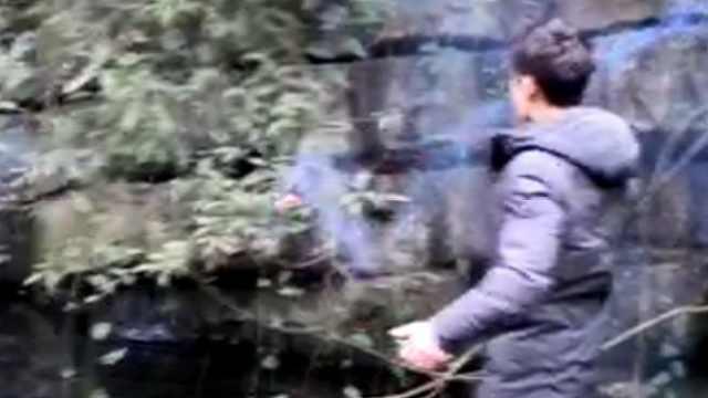 男子买爆竹炸鱼,晒到朋友圈被查获