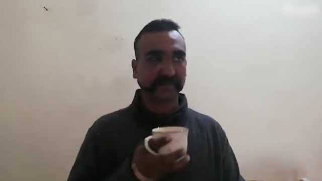 印被俘飞行员现身,赞巴基斯坦官兵