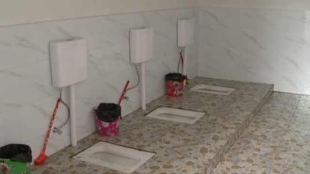 便民厕所无隔板,如厕村民尴尬争议