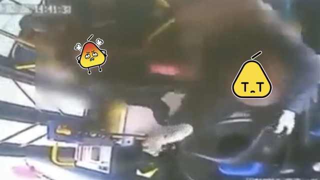 她坐公交未投币,司机提醒反遭拉拽