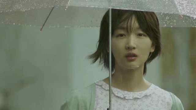 周冬雨新片《阳台上》采用偷窥视角