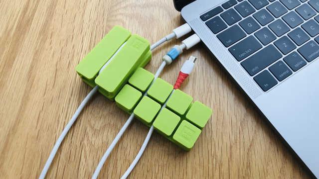 桌面的数据线和电源线该如何整理?