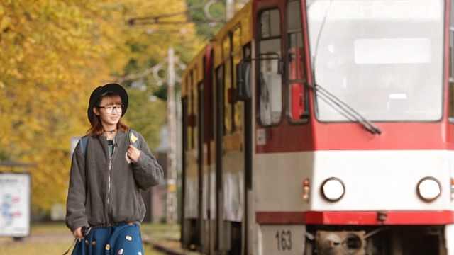 在塔林体验环保又免费的有轨电车
