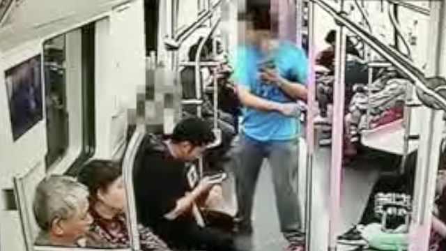 他地铁上要加美女微信,被拒后施暴