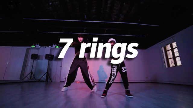 小女孩翻跳《7 rings》