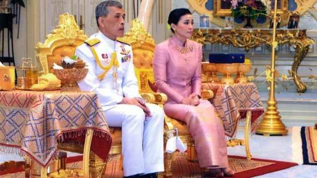 泰王第四次结婚:新娘是自己的保镖