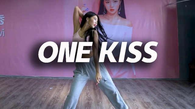 金海恩编舞《ONE KISS》