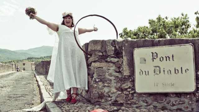澳洲女子与法国古桥结婚:它很英俊