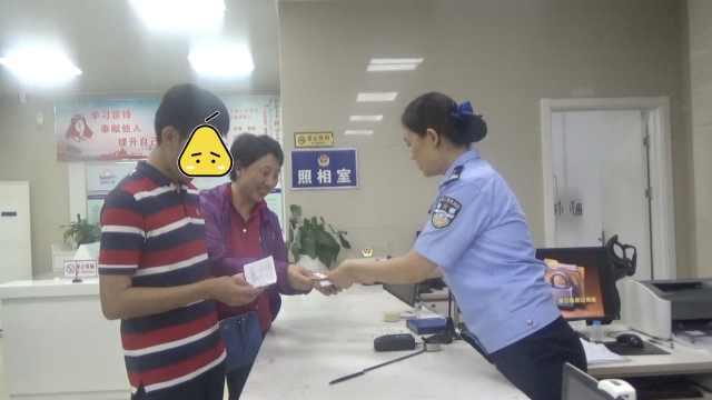考生遗失身份证,民警重新开门补办