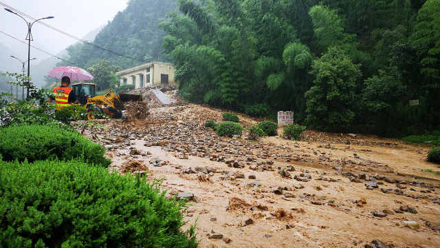 直播:浙江多地暴雨!桐庐泥石流抢险