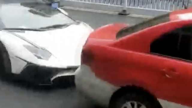 的哥报警称遭3辆豪车围堵:碰不起啊