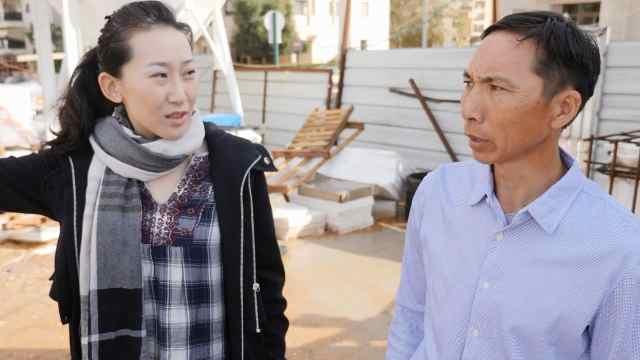 中国人在以色列搬砖,供女儿留学