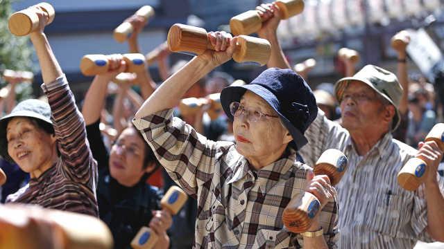 日本人口连续10年减少,外国人新高