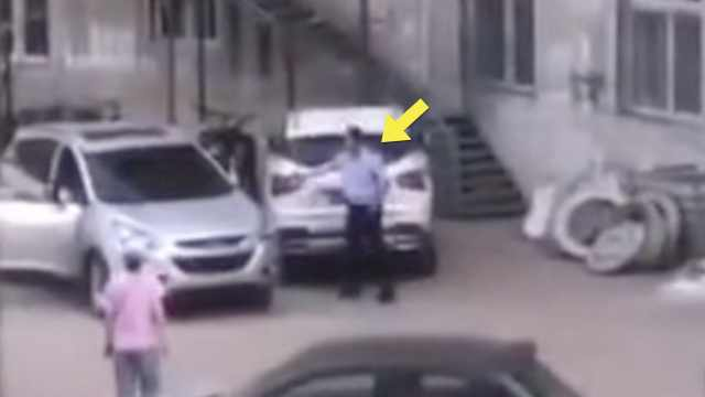 女子失控驾车撞人,民警连鸣4枪制服