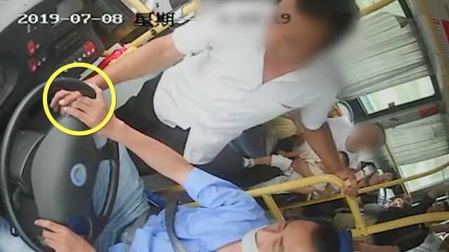 男子怀疑自己坐过站,竟拔公交钥匙