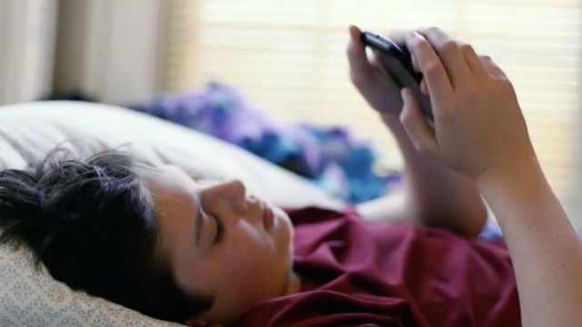 意大利拟立法,专治手机上瘾青少年