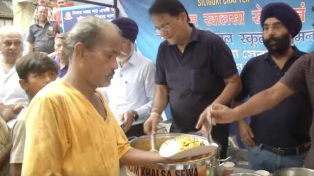 印度环保再出奇招:一斤塑料换食物