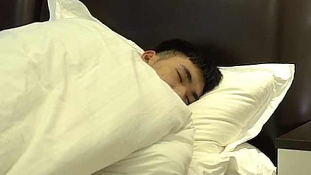 睡觉盖被子热不盖被子冷,怎么办?