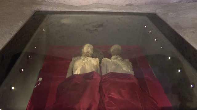 游客体验与千年古尸同眠:期待关灯