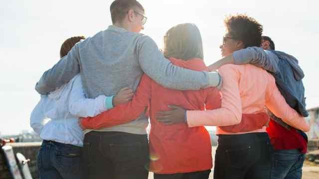 新研究:青少年单身或意味着更优秀