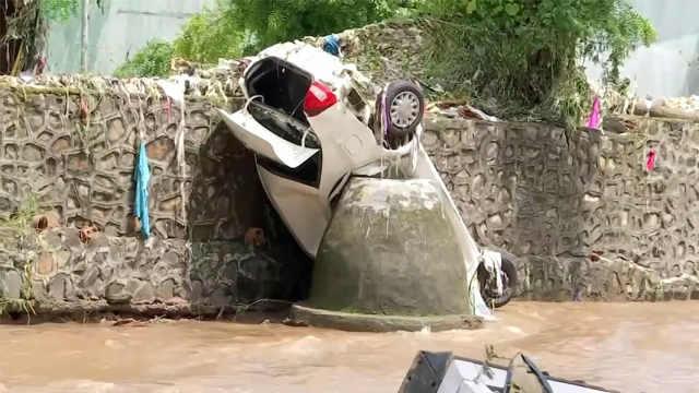 印度强降雨引发洪水造成上百人死亡