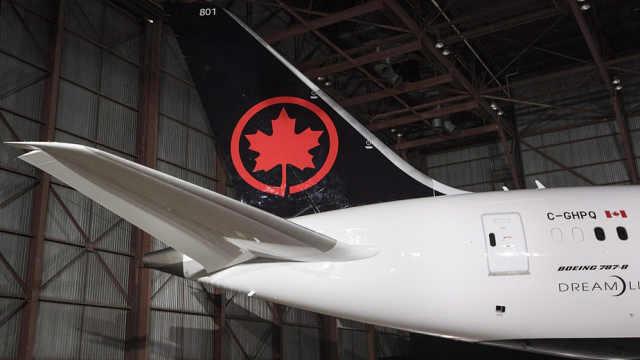 加拿大航空机上播报不使用女士先生