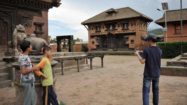 这群中国学生在尼泊尔保护世界遗产