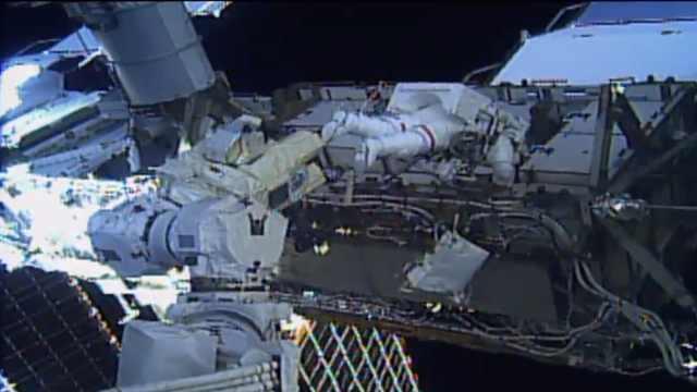 NASA执行人类首次全女性太空行走